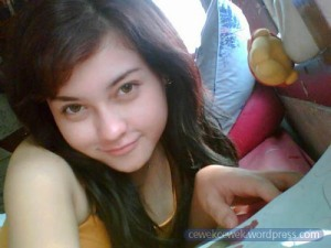 http://www.menghayal.info/2012/11/download-video-bokep-mesum-tante-girang.html